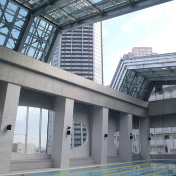 江東区グランチャ東雲プール可動式上屋(児童・高齢者総合施設)