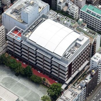 中央区立阪本小学校屋上校庭 可動式上屋